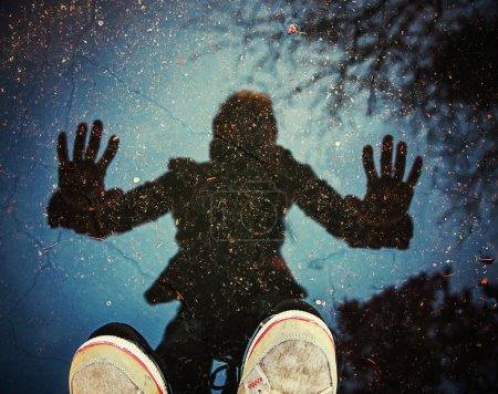 Blau, Hintergrund, Gestalt, Himmel, Reflexion, Person - B70930255